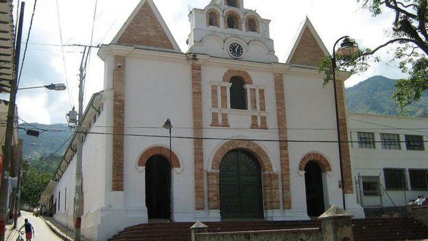 El municipio de Barbosa está ubicado a unos 450 kilómetros de Bogotá, la capital de Colombia.