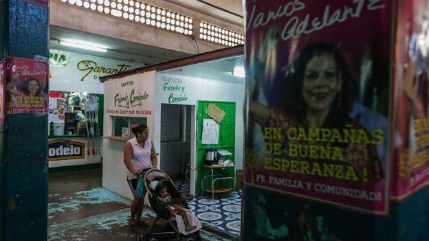 Cartel con la imagen de Rosario Murillo.