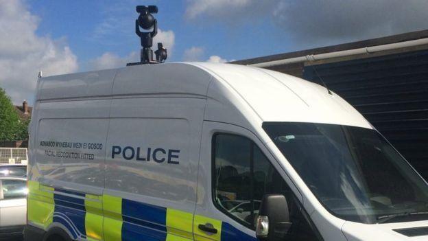 در ولز جنوبی پلیس با دوربینهای نظارتی چهره افراد را اسکن میکند