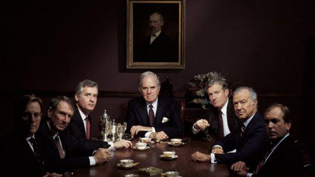 Junta directiva de una empresa con solo hombres