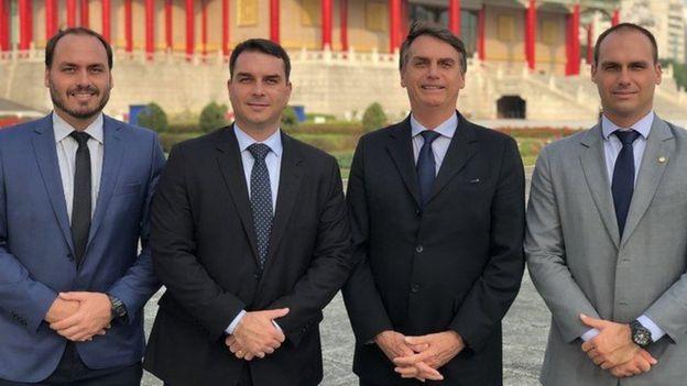 Carlos, Flávio, Jair e Eduardo Bolsonaro