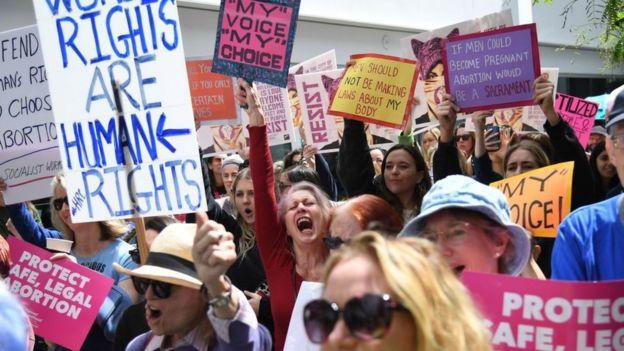 Activistas a favor del aborto se manifiestan en Estados Unidos.
