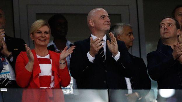 Presidente da Croácia faz sucesso misturada a torcedores na Copa e ... 553310a2cd208