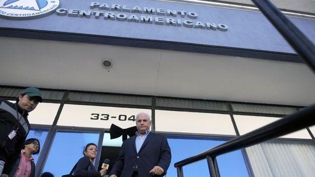 El expresidente panameño Ricardo Martinelli frente al Parlamento Centroamericano.