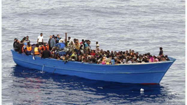لاجئون وسط البحر المتوسط