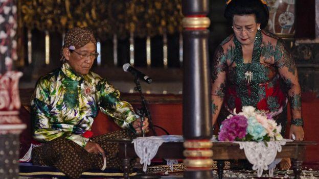 Salah satu keistimewaan Yogyakarta adalah Sri Sultan yang otomatis menjabat gubernur