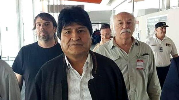 Evo Morales en aeropuerto