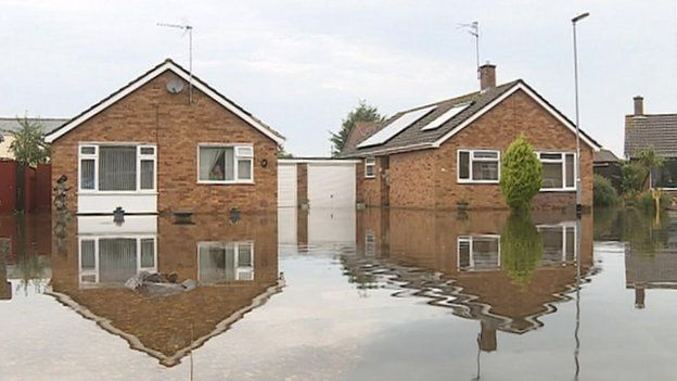 Flooded bungalows in Poplar Close, March