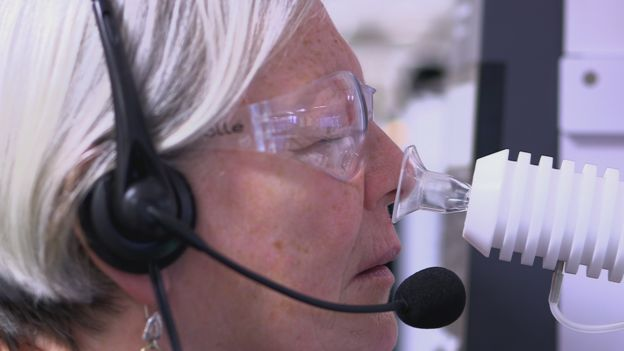 Parkinson's smell test explained by science - BBC News