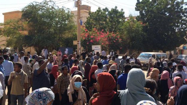 وزير الداخلية يقول إن البلاد شهدت 381 احتجاجا