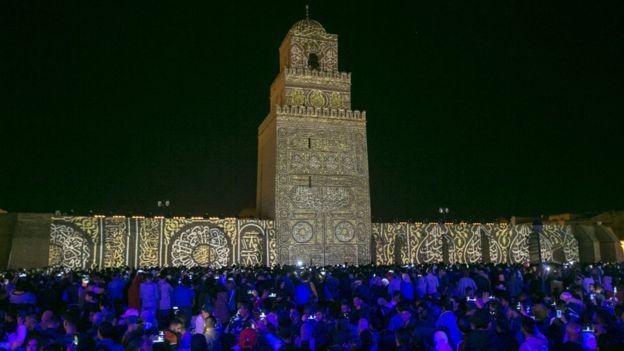 الاحتفال بالمولد النبوي في جامع عقبة ابن نافع في مدينة القيروان وسط تونس