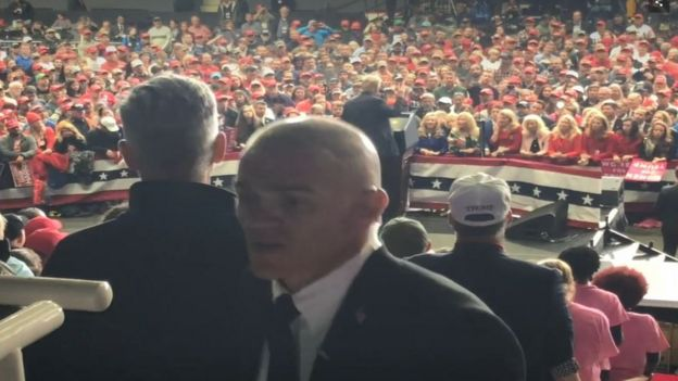 Jordan Goudreau em um comício de Trump.