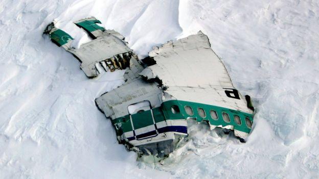 Обломки самолета на склонах Эребуса, 2004