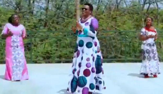Denise Nkurunziza akiimba katika wimbo wake mpya