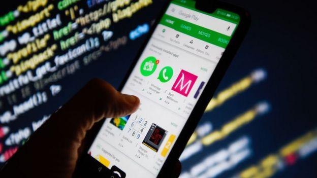 La tienda de aplicaciones de Google en un teléfono.