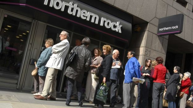 The clientele queues in front of a branch of Northern Rock at the most critical moment of the banking crisis, in 2008