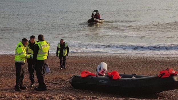 این گروه در جایی پیدا شدند که یک قایق بادی هم در آنجا بود