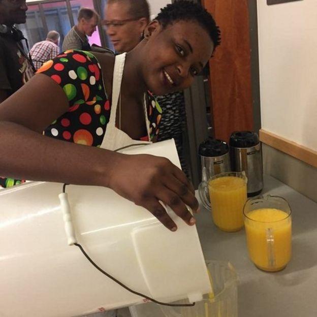 C'est en novembre 2016, que Rachel Kombela, âgée à peine de 19 ans, a démarré son entreprise, avec un capital de 8 millions de F CFA reçu de quelques partenaires.