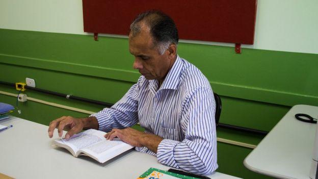Máximo Ribeiro é diretor de escola pública no Vale do Ribeira, mesma região onde nasceu