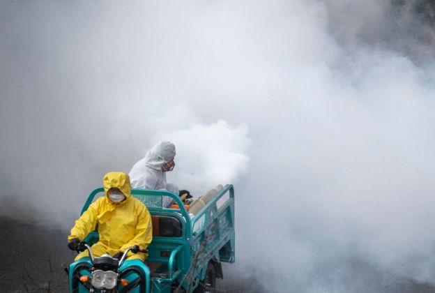 У Китаї дезінфікують вулиці
