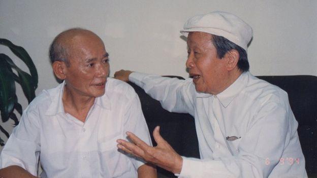 Ông Nguyễn Hữu Khiếu (phải)