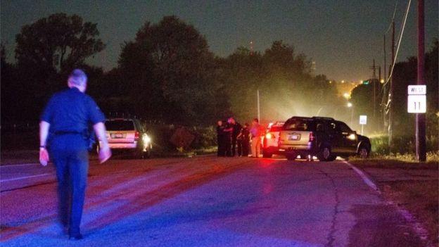 Policía trabajando en el lugar de la muerte de Crutcher.
