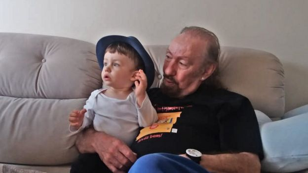 Ulisses Tavares e o neto de um ano e meio