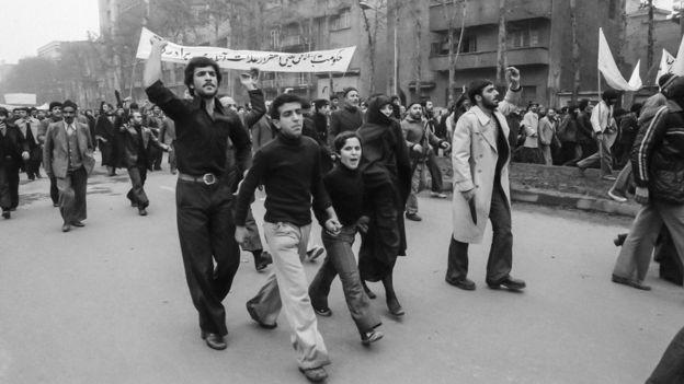 İran'da protestoşar
