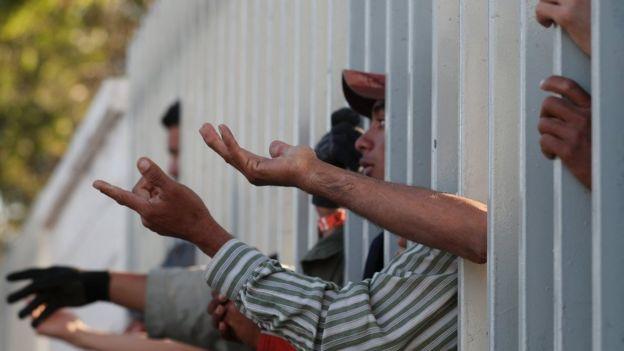 Orta Amerikalı onbinlerce göçmen sınırda