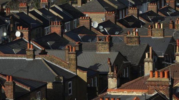 El encarecimiento del precio de la vivienda obliga a los jóvenes a buscar soluciones creativas para convertirse en propietarios.