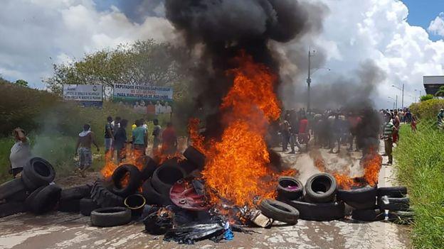 Neumáticos incendiados