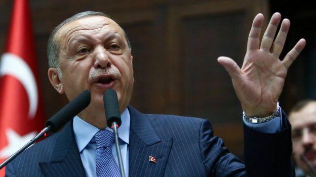 """الرئيس التركي رجب طيب أردوغان وصف وسائل التواصل الاجتماعي بأنها """"غير أخلاقية""""."""