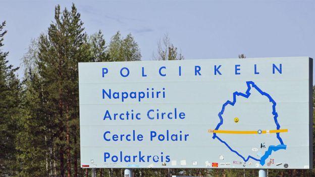 Mapa que muestra línea del Círculo Ártico