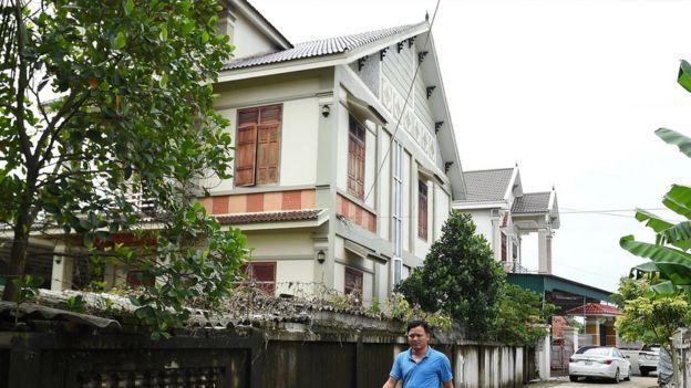Nhiều người gửi tiền giúp xây mới nhà cho bố mẹ (hình có tính minh họa chụp tại Diễn Châu, Nghệ An)