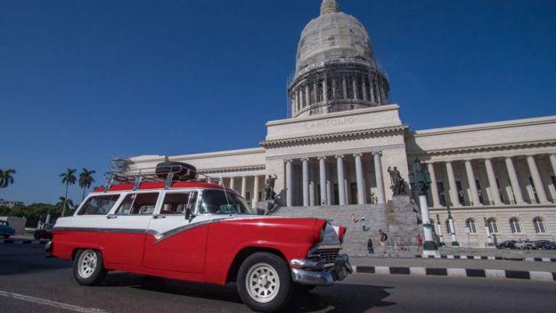 Auto antiguo en La Habana