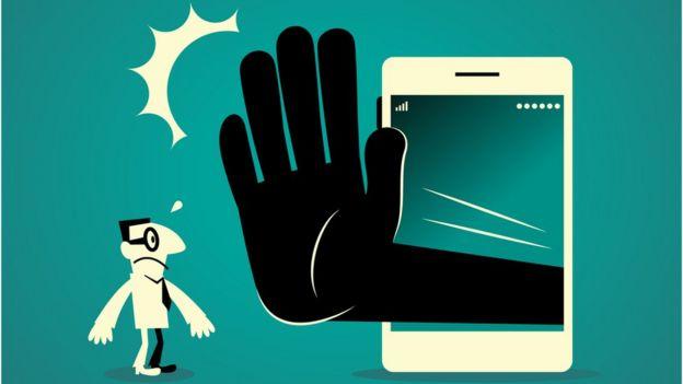 Ilustración mano saliendo de un teléfono para detener a un hombre.