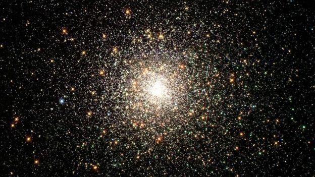 بعد عشرات المليارات من السنين ستختفي النجوم المتوهجة وقصيرة العمر، بينما ستتبقى نجوم حمراء قزمة خافتة طويلة العمر