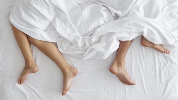 yatakta çift