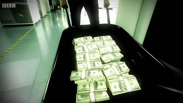 Carreta con dólares