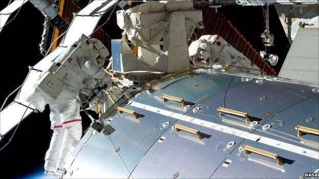 Astronauts retrieve the Beer rock samples (Nasa)