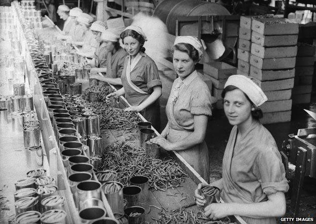 Wisbech 1934: Women canning plums