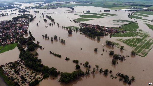 Floodwaters around Melnik, Czech Republic (4 June)