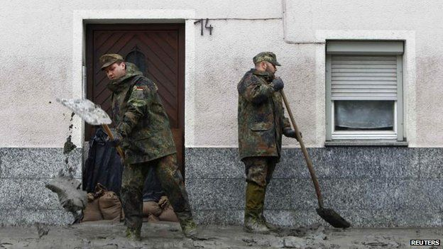 German soldiers clearing up after floods in Passau, Bavaria (4 June)