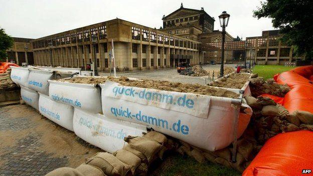 Sandbags in Dresden (4 June)