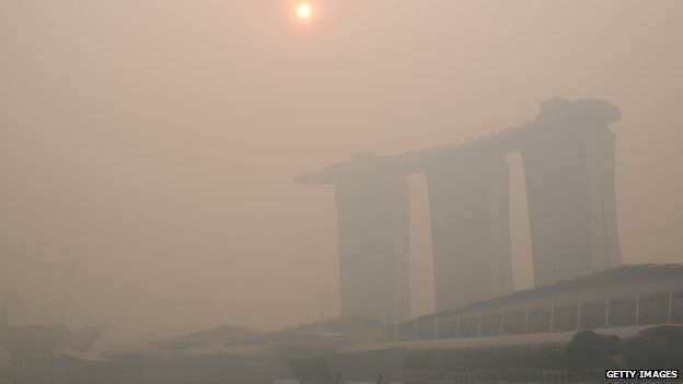 Smog shrouds Marina Bay Sands hotel and casino in Singapore