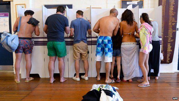 Australians cast their ballot in Sydney's Bondi beach on 7 September 2013