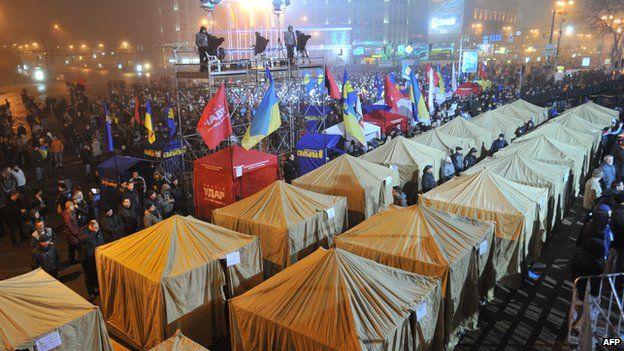 Tents in central Kiev, 24 Nov 13