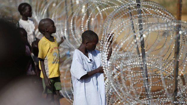 Boys inside the UN compound in Juba (19 December 2013)