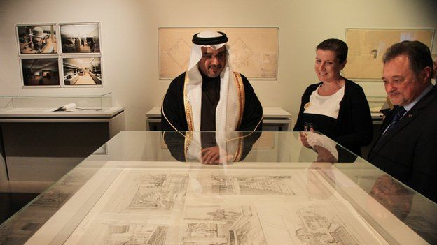 Bahrain, National Museum, Sheikh Salman bin Hamad al-Khalifa, the Crown Prince of Bahrain (LHS) at the 25th anniversary on the opening of the National Museum