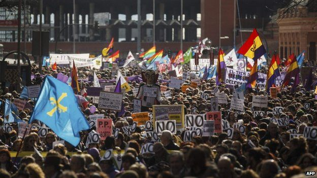 Thousands of people march to protest the Spanish government's plan to limit abortions, in Madrid February 1, 2014